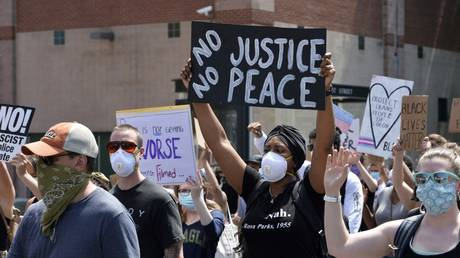 Protesters march during a Juneteenth demonstration in Boston, Massachusetts, June 22, 2020 © AFP / Joseph Prezioso