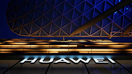 FILE PHOTO: A Huawei company logo in Shanghai, China © Reuters / Aly Song