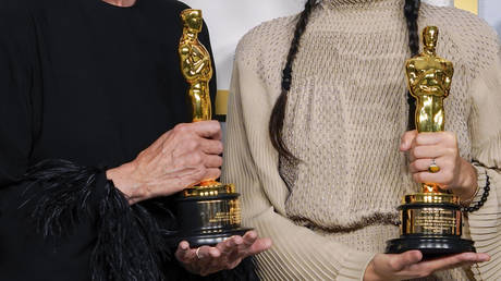 Frances McDormand and Chloe Zhao, winners for Best Picture. © AFP / Pool