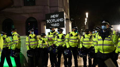 Met Police officers outside New Scotland Yard office. March 16, 2021. © Reuters / Henry Nicholls