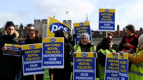 Des Gilets jaunes outre-Manche : des gardes de la Tour de Londres montent un piquet de grève inédit