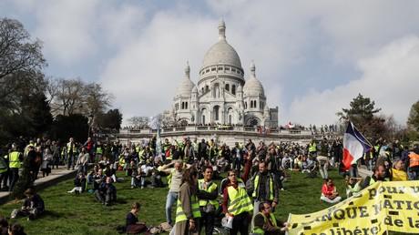 Des Gilets jaunes réunis à Montmartre pour l'acte 19 de leur mobilisation, à Paris, le 23 mars.