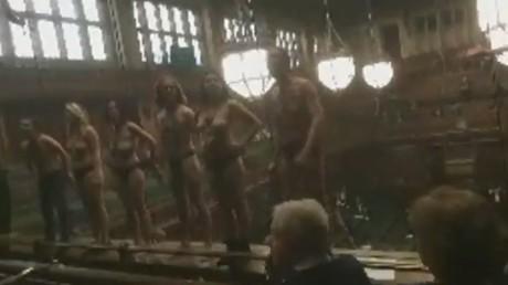 Londres : des manifestants nus perturbent le débat sur le Brexit