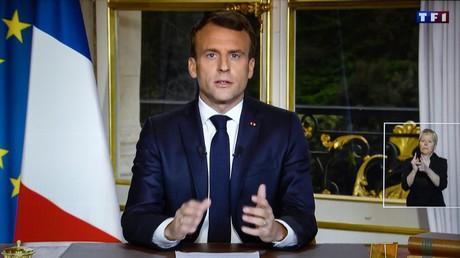 Emmanuel Macron promet de rebâtir la cathédrale Notre-Dame de Paris d'ici cinq ans