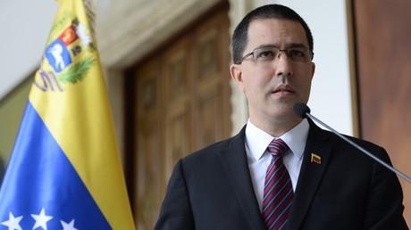 «Pas d'excuses absurdes» : Caracas appelle Paris à relire la Convention de Vienne sur la diplomatie