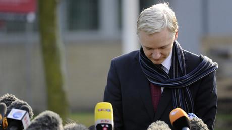 «Tenez bon Julian» : trois syndicats de journalistes unissent leurs plumes dans une lettre à Assange