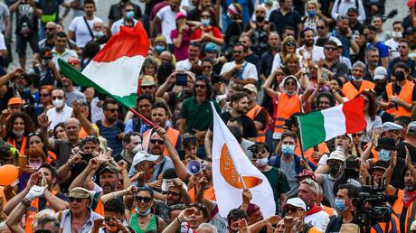Italie : qui sont ces Gilets oranges anti-euro et «corona-sceptiques» ?