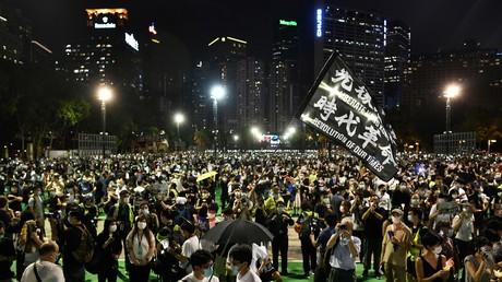 Des milliers de Hongkongais bravent une interdiction de rassemblement pour commémorer Tiananmen