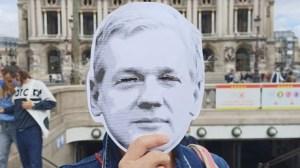 Rayé d'un rapport sur les droits fondamentaux au Parlement européen, Assange toujours sous écrous