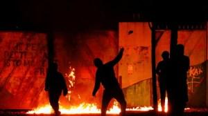 L'Irlande du Nord en proie aux émeutes : Londres, Dublin et Washington réagissent (VIDEOS)