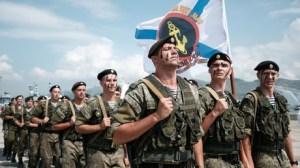 L'uniforme russe pour vanter la politique de réinsertion ? La bourde des «Jeunes avec Macron»
