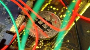 Nouveau record pour le bitcoin, qui dépasse les 62 000 dollars