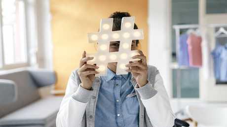ما هو تحدي الـ10 سنوات على مواقع التواصل الاجتماعي؟