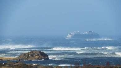 سفينة سياحية نرويجية تطلق نداء الفقر قبالة سواحل البلاد 1