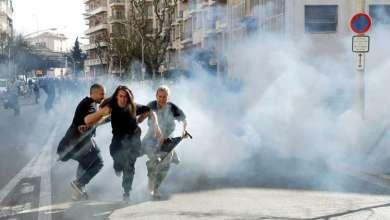 """الشرطة الفرنسية تواجه محتجي """"السترات الصفراء"""" بقوة مفرطة (صور + فيديو) 4"""