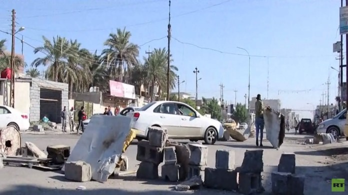 Protesters block main streets in Basra