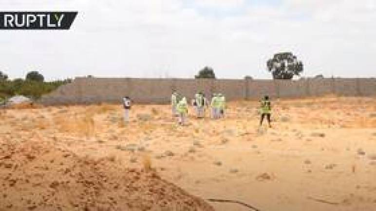 ليبيا.. استخراج جثث من مقابر جماعية اكتشفت في ترهونة