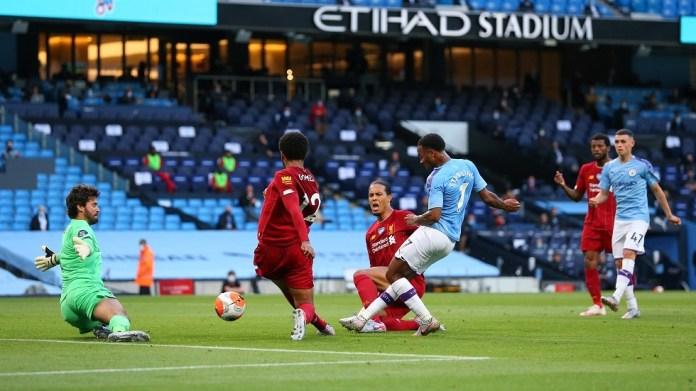 مانشستر سيتي يصعب على ليفربول أربعة أهداف ويزعزعه اللقب
