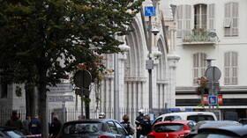 مقتل 3 أشخاص وإصابة آخرين بهجوم بسكين قرب كنيسة في مدينة نيس