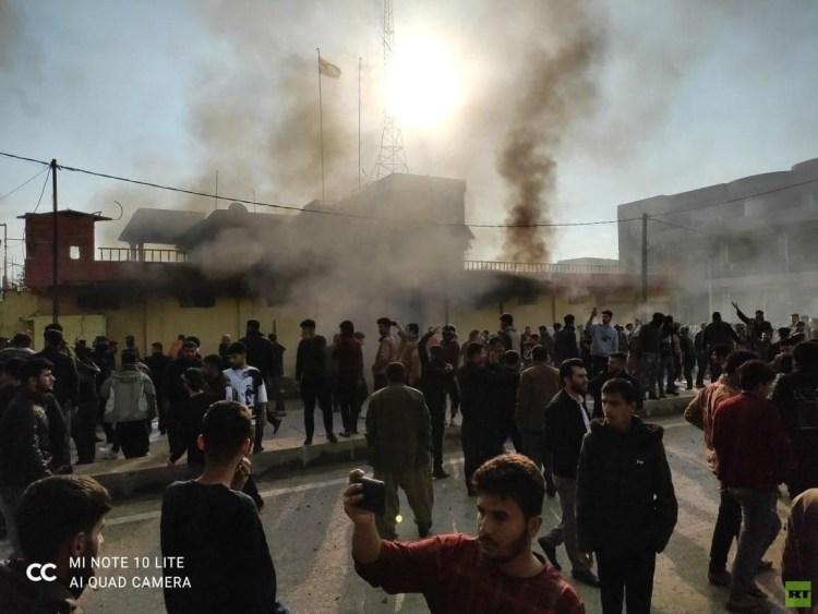 احتجاجات وحرق مقار أحزاب في كردستان العراق (صور)