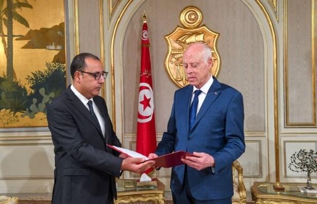 وسط توتر سياسي.. رئيس الوزراء التونسي يجري تعديلا وزاريا واسعا (فيديو)
