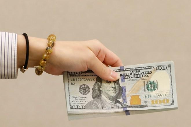 الدولار يبلغ ذروة شهر مع ترقب الأسواق لسياسة بايدن #RT_Arabic