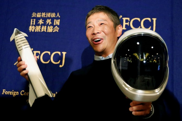 A Japanese billionaire is looking for 8 people from all over the world to accompany him on a trip to the moon!
