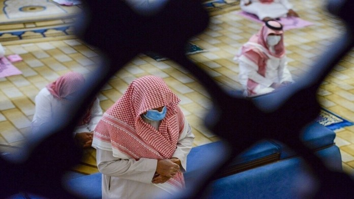 It has reached more than a thousand mosques ... Saudi Arabia closes 12 mosques to prevent Corona
