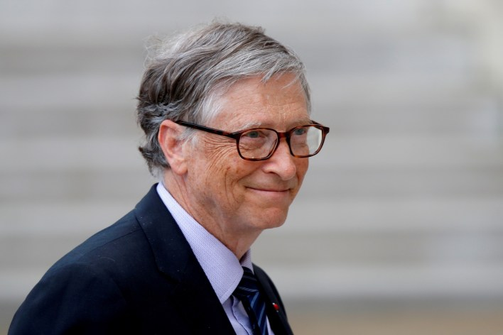 Bill Gates appears in public for the first time since announcing his divorce, wearing his wedding ring (photo)
