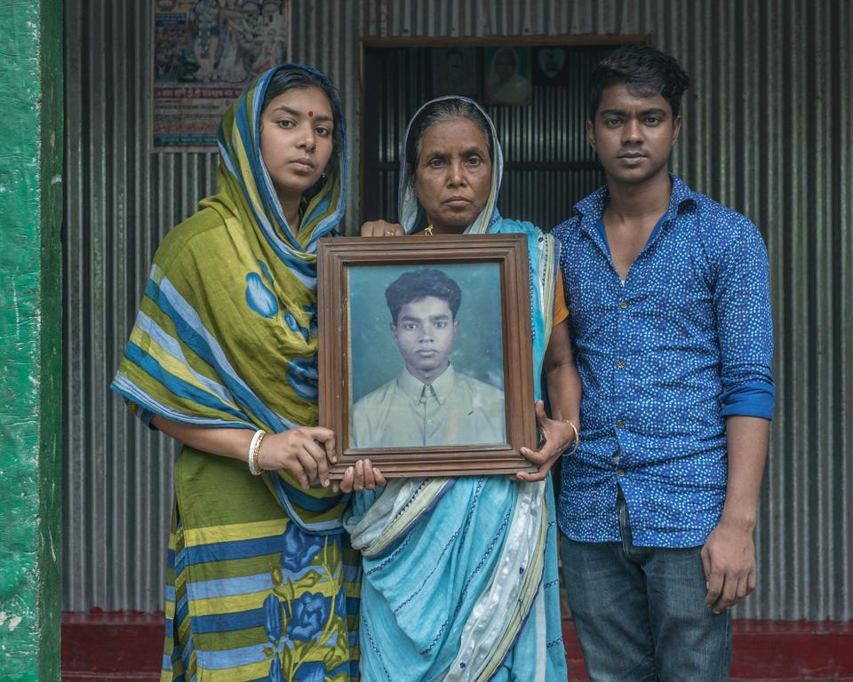 Kartik's wife, mother and brother are deeply concerned for the health and safety of Kartik but they still wouldn't ask him to return home. The family heavily relies on his income in Italy.