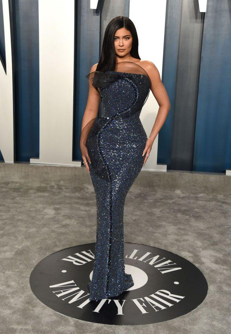 Dhe Oscar për fustanet më mbresëlënës shkon për