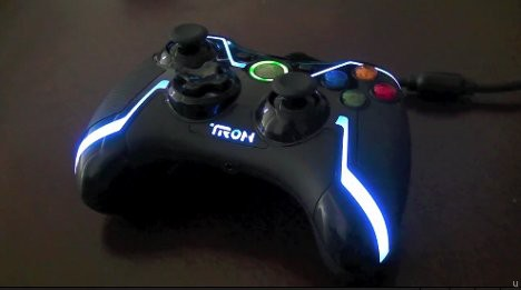 Tron Xbox 360 Controller Lights Up Your Gaming Time Ubergizmo