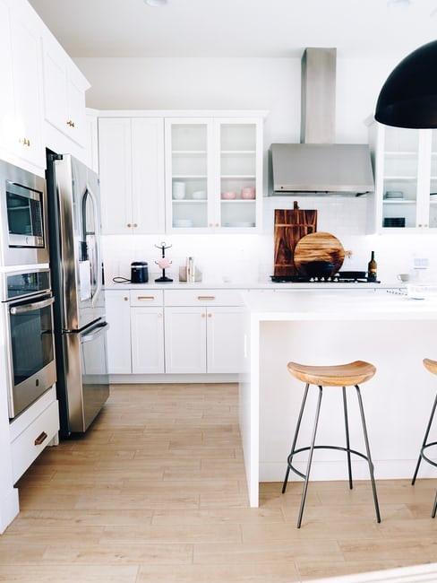 come pitturare pareti salone classico antico. Un Colore Mille Possibilita Arredare Una Cucina Bianca Westwing