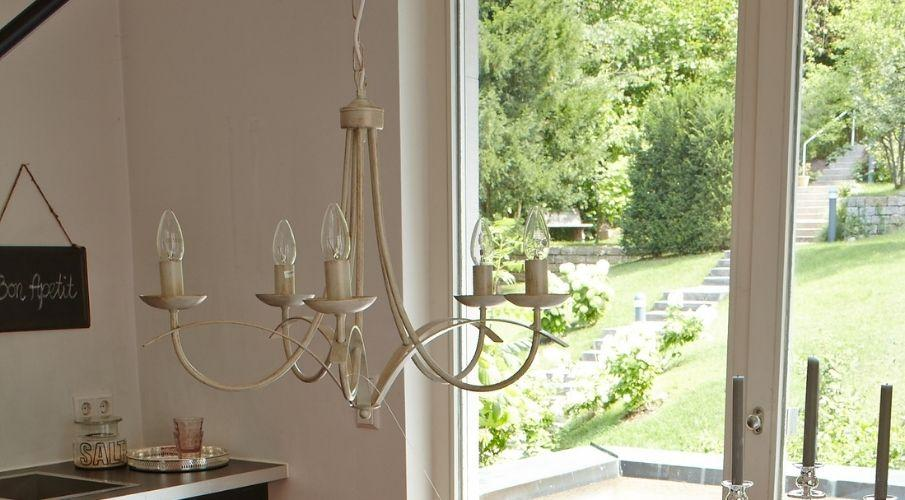 Diva lampadario a 5 luci ferro battuto e ceramica classico shabby chic. Lampadari Shabby Chic Sconti Fino A 70 Su Westwing