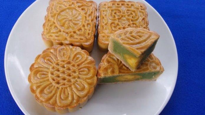Cách làm bánh Trung Thu đậu xanh trứng muối tại nhà: Đơn giản, có thể dùng nồi chiên không dầu 1