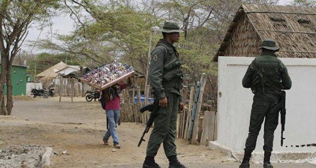 Policías venezolanos