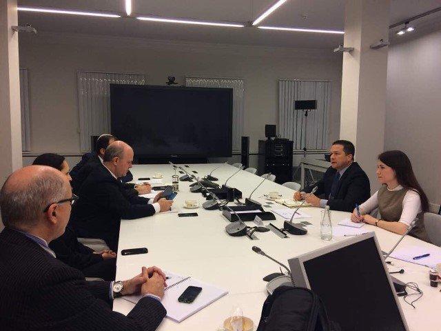 La reunión del embajador venezolano en Rusia, Carlos Faría, con representantes de Avtovaz