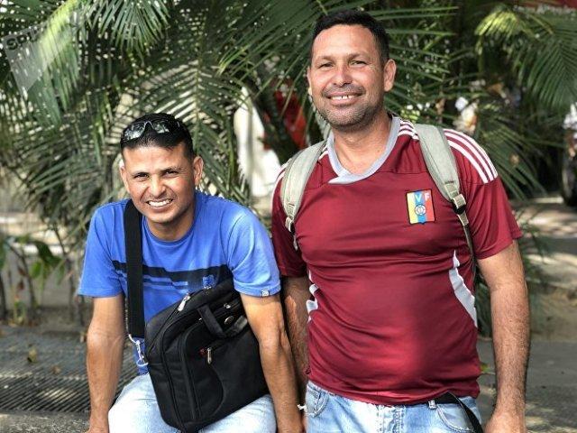 Con sus diversas opiniones y su diálogo, los chicos del mototaxi sintetizan la complejidad de la sociedad venezolana