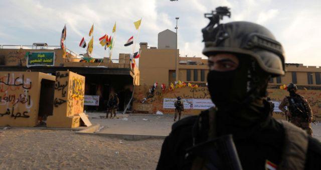 Las fuerzas de seguridad de Irak frente la embajada de Estados Unidos