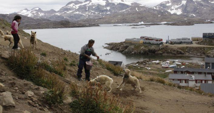 Habitantes de Groenlandia en las costas de la isla