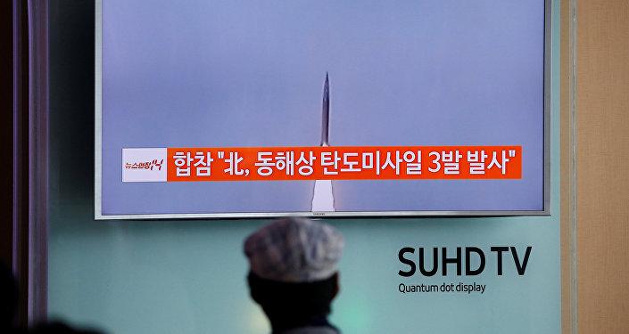 El lanzamiento de un misil balístico por Corea del Norte (archivo)
