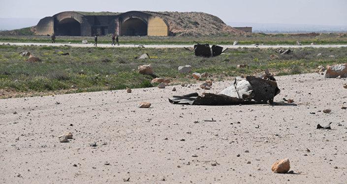Consecuencias del ataque con misiles de EEUU contra la base aérea de Shairat en Siria (archivo)