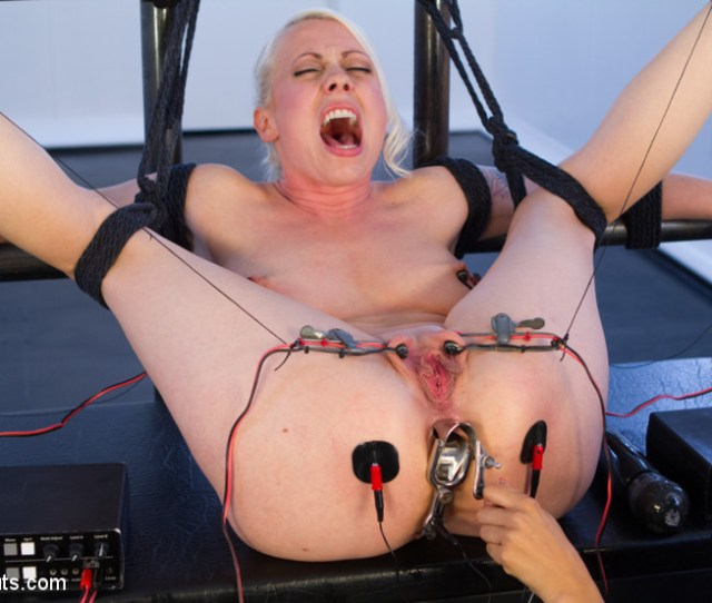 Lorelei Lee Submits To Isis Love Kink