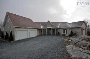 160 Deerfield Avenue, Halifax, NS B3V 1N5, 3 Bedrooms Bedrooms, ,3 BathroomsBathrooms,Residential,For Sale,160 Deerfield Avenue,201827539