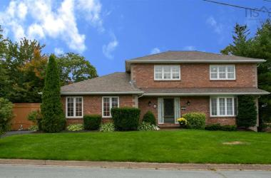 6 Lowe Court, Bedford, NS B4A 3S6, 4 Bedrooms Bedrooms, ,4 BathroomsBathrooms,Residential,For Sale,6 Lowe Court,202020023