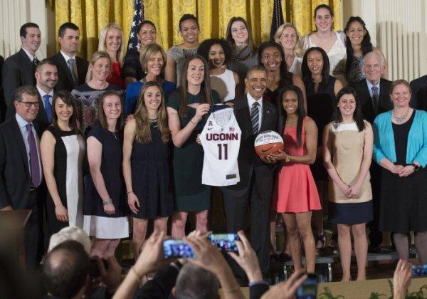 President Obama welcomes the UConn Huskies women's ...