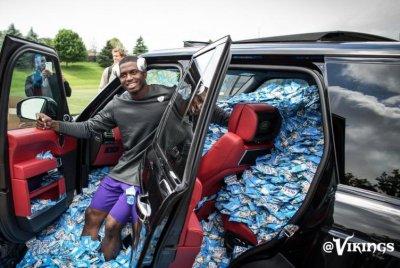 Minnesota Vikings Fill Rookies Car With Fruit Snacks