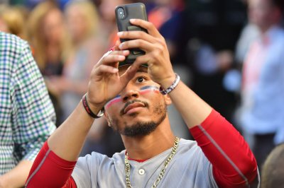 High-powered Boston Red Sox swoop into Windy City to face Chicago White Sox High powered Boston Red Sox swoop into Windy City to face Chicago White Sox