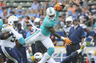 Miami Dolphins WR DeVante Parker practices, expected to miss opener Miami Dolphins WR DeVante Parker practices expected to miss opener