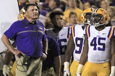 College Football Roundup: LSU shocks Georgia; Notre Dame, Texas escape College Football Roundup LSU shocks Georgia Notre Dame Texas escape